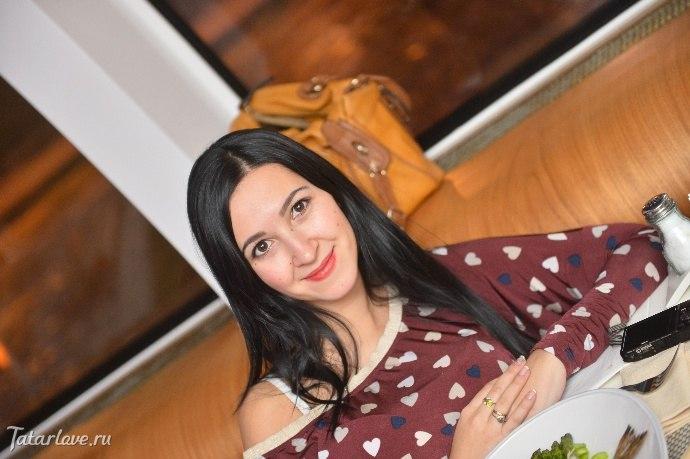 aziatskiy-molodaya-devushka